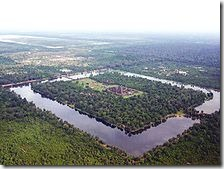 220px-Angkor-Wat-from-the-air